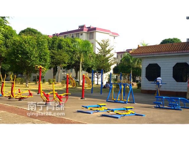 三O三医院职工宿舍生活区健身路径