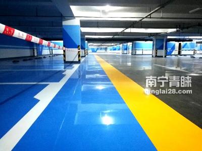 竣工保养中的停车场地坪