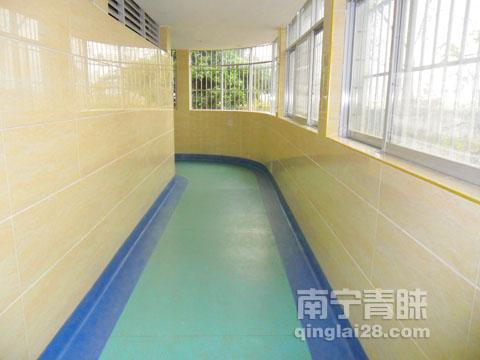 贵港三O三医院分部康复中心走廊PVC地板