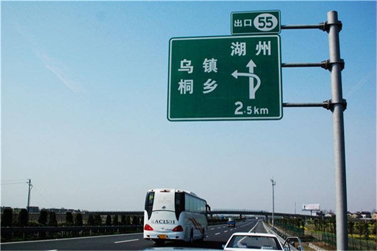 生产单柱式交通标志杆