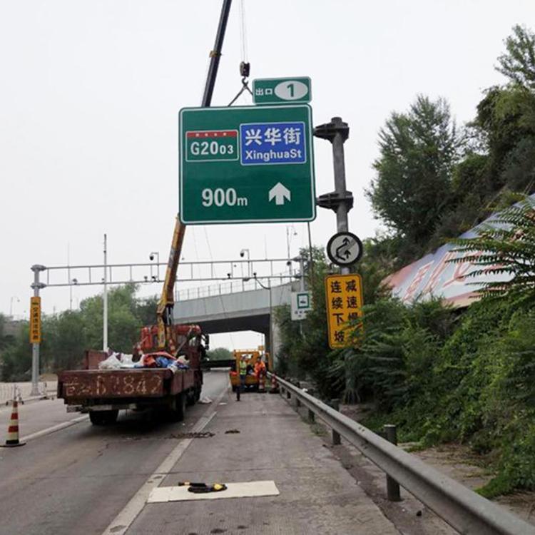 高速公路机电标杆件