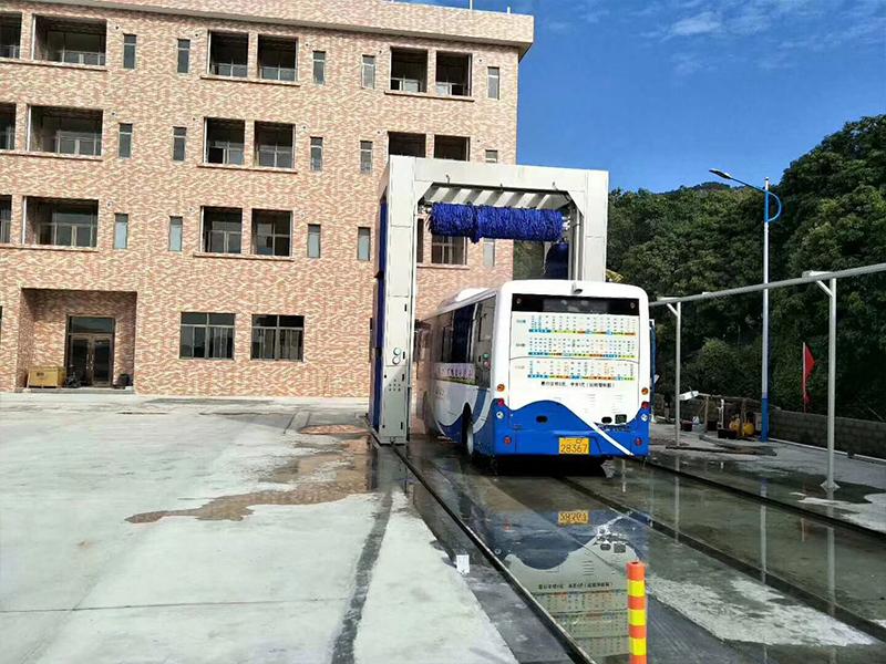 巴士洗车机3