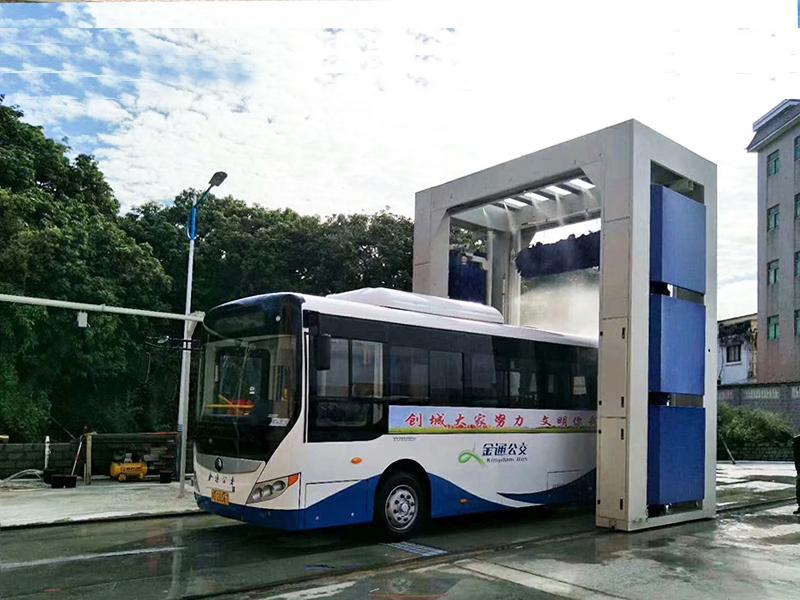 巴士洗车机1