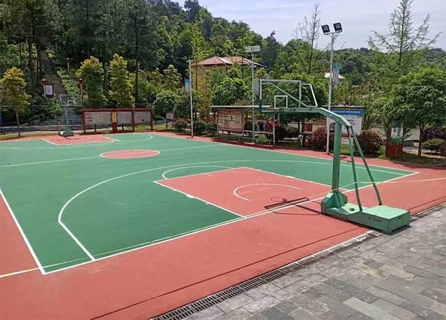 学校塑胶球场