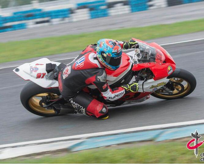2018年中国超级摩托车锦标赛第二站收官 97年小将...