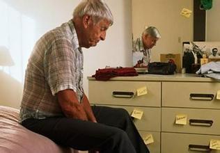 老年痴呆症状三个阶段各有哪些表...