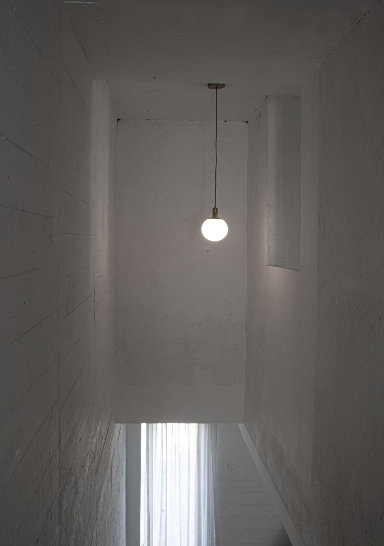 3-楼梯侧面窗户和灯(郦文曦)