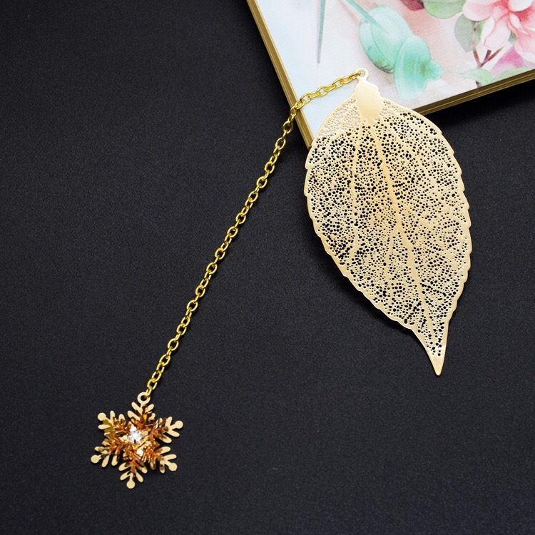Metal Bookmarks Vintage Bookmark Leaf Book Mark with Pendants for Students (Gold 3D Snowflake)