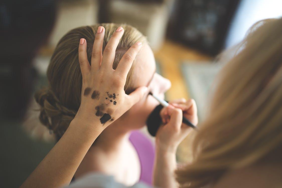简单彩妆五步骤 美丽动人将不再系...