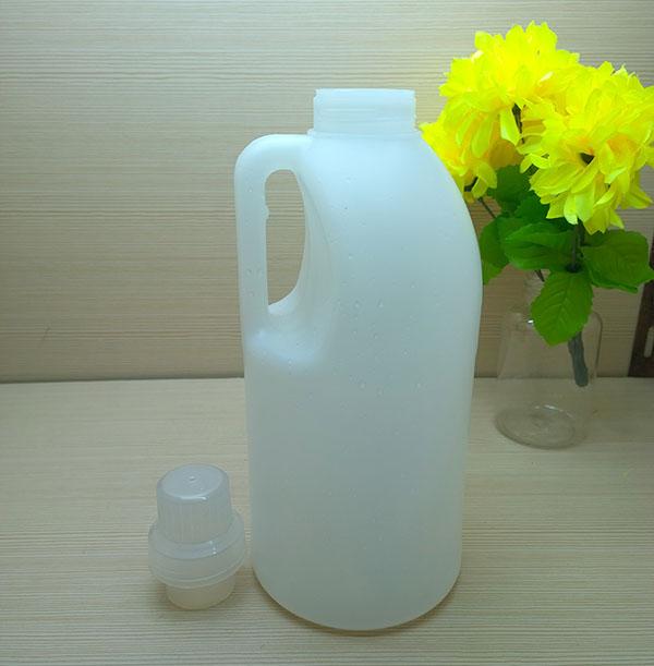 1.5L white natural liquid detergent bottle