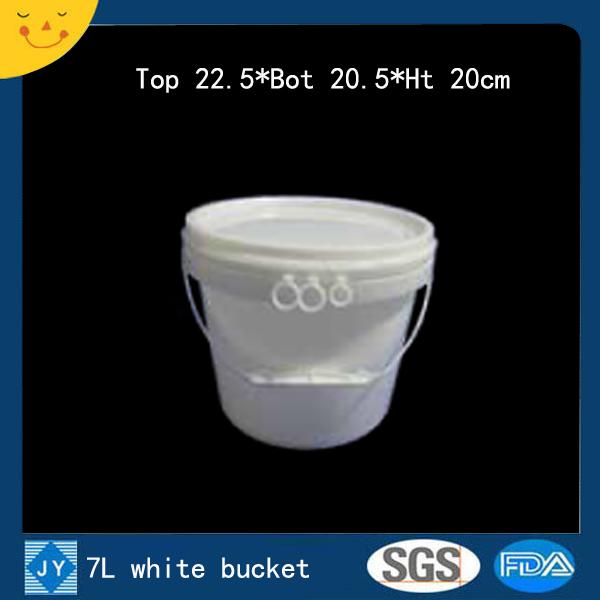 7L white plastic bucket