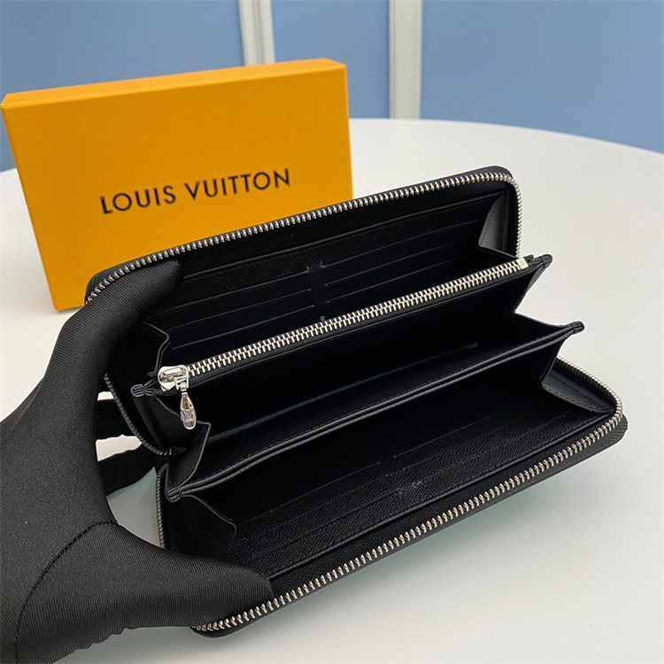 M62522 - LV Blue Zippy Essential V Leather Wallet