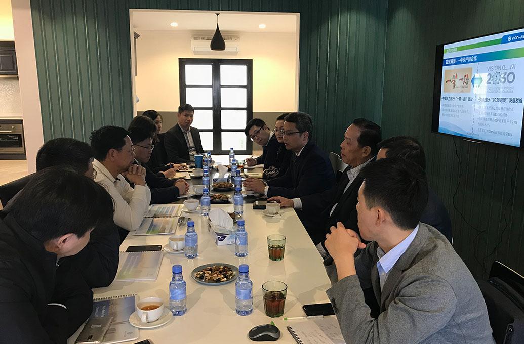 延布皇家委员会纳斯夫主席会见广东...