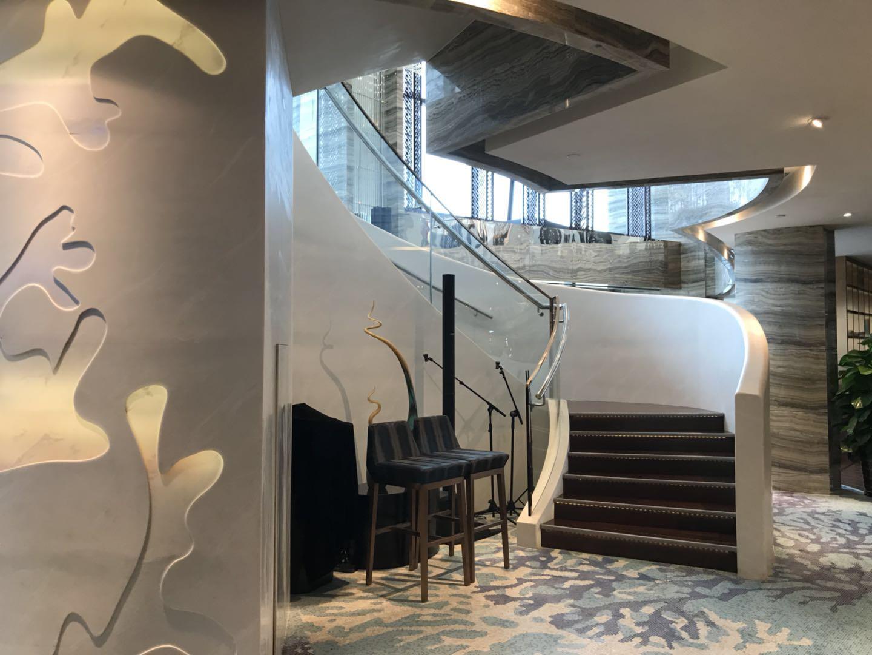 希尔顿酒店全日式自助餐厅旋转阶梯