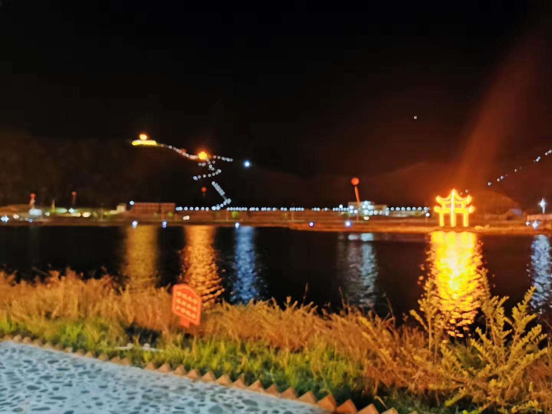 梦幻湖边夜景