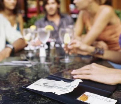 为什么餐桌上总是需要来点葡萄酒?