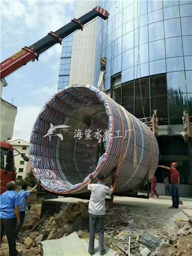 商城大廳柱形亞克力魚缸未完待續