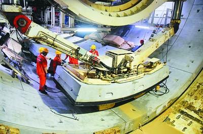 """光明日报:重大工程背后的""""中国制..."""