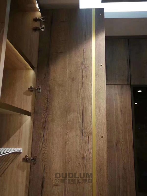 柜门拉直器