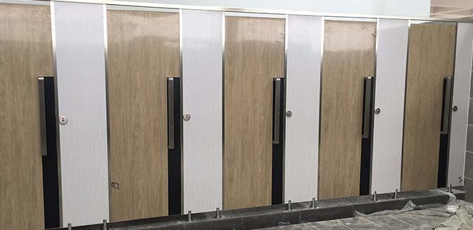 公共厕所隔断有哪些材料?卫生间...