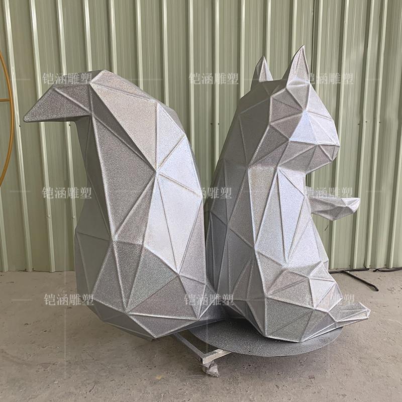 玻璃钢松鼠雕塑定做