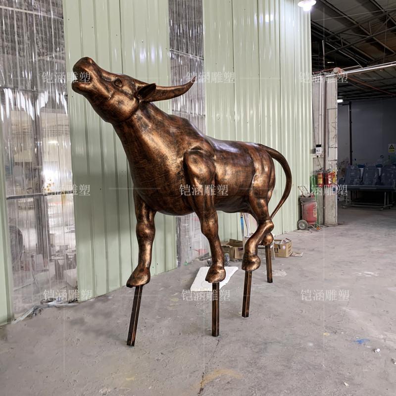 玻璃钢仿铜牛雕塑定做