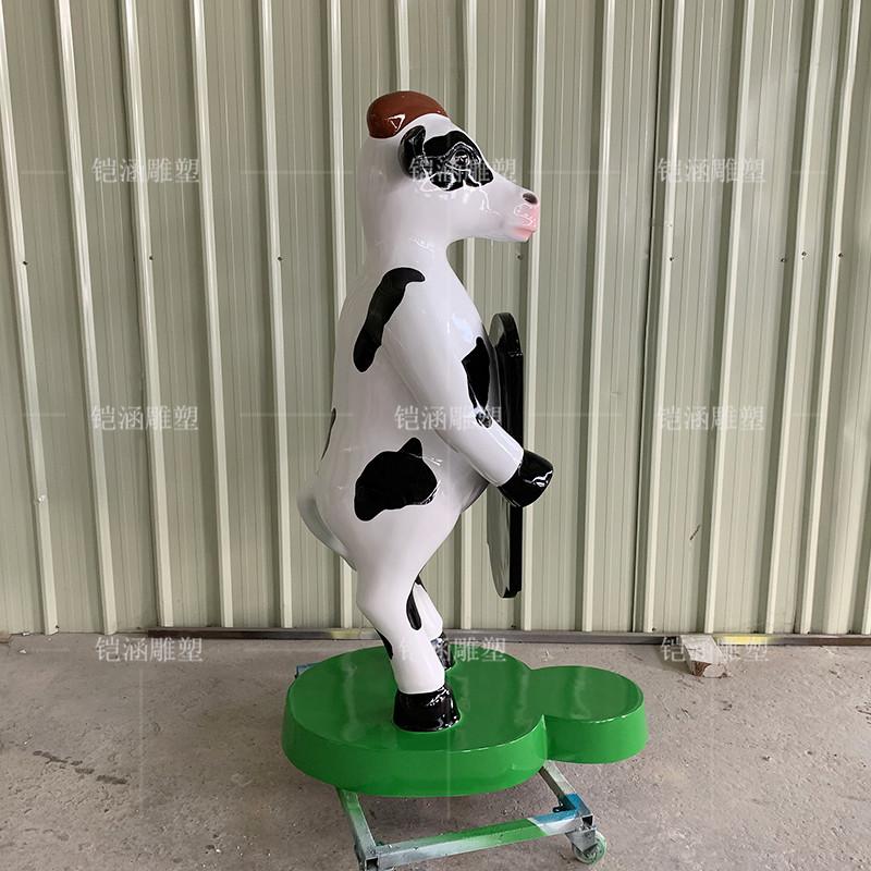 玻璃钢滑板奶牛雕塑定做