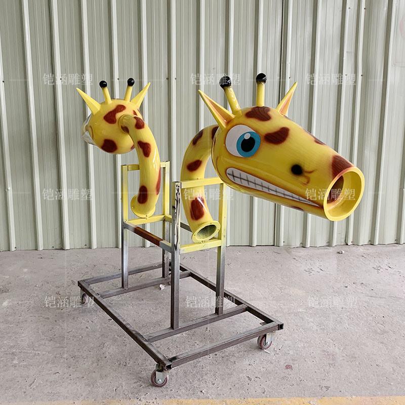 玻璃钢长颈鹿喷嘴雕塑定做