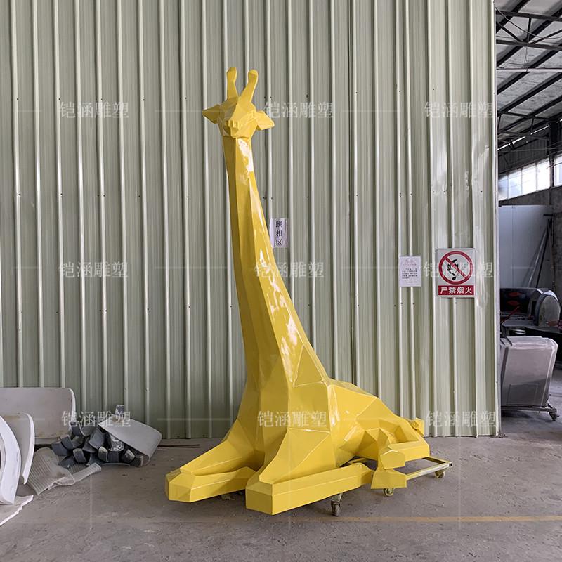 玻璃钢长颈鹿雕塑定做