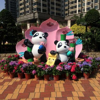 户外大型熊猫主题美陈玻璃钢雕塑定制