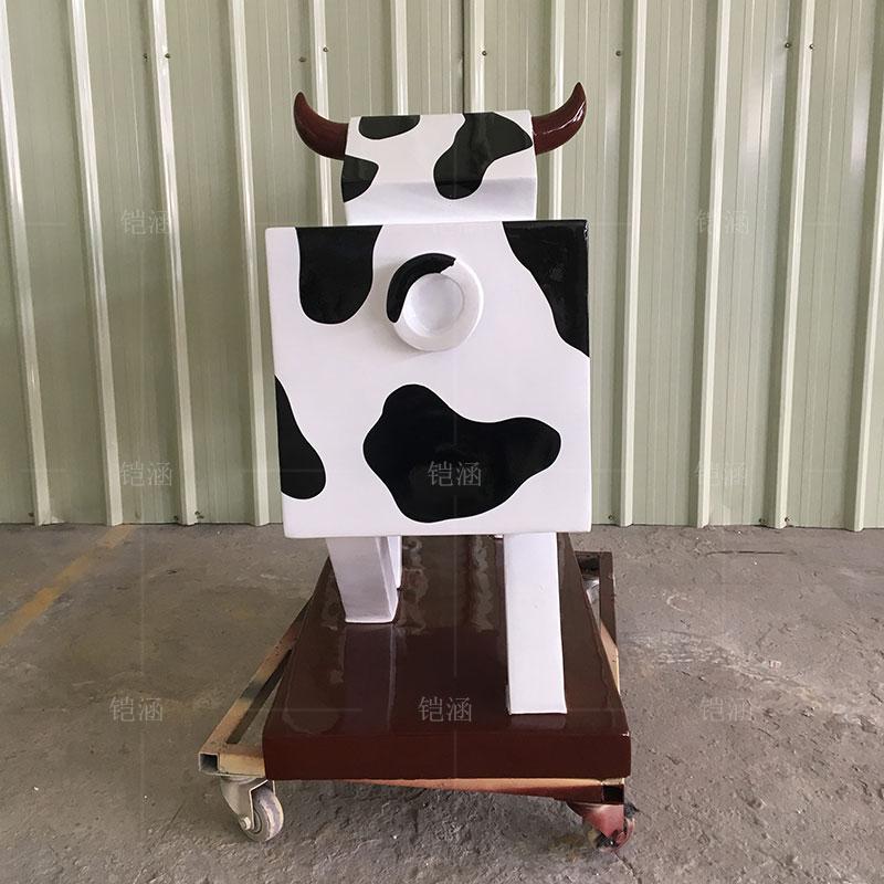 玻璃钢雕塑定制卡通几何动物奶牛雕塑