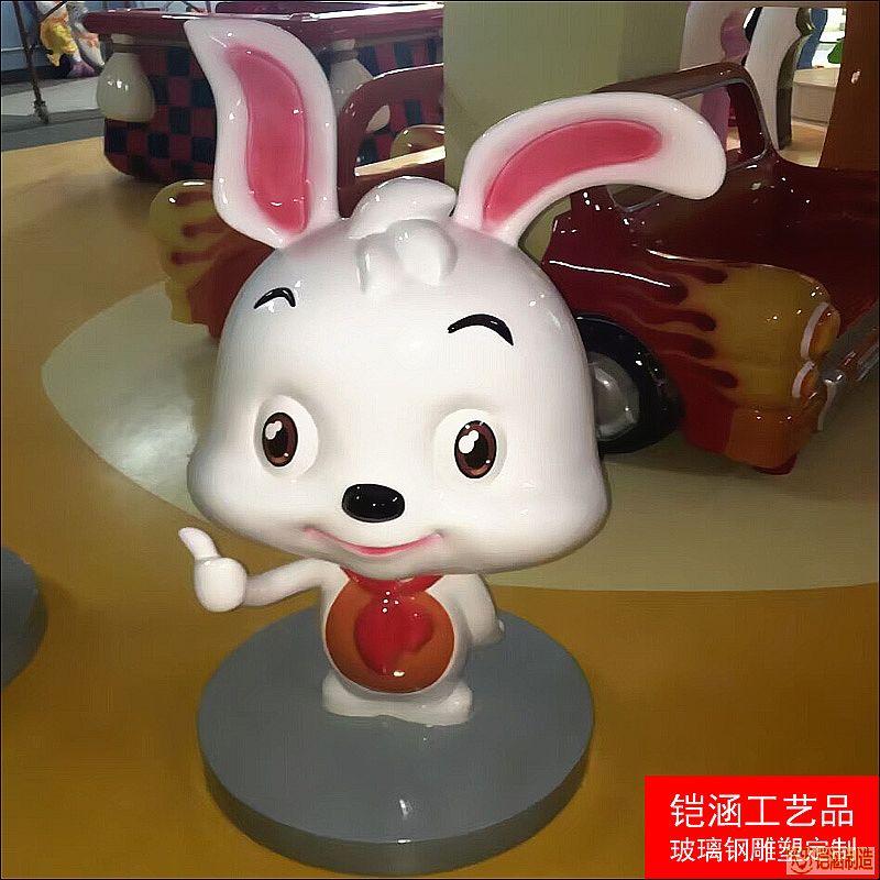 小白兔宝宝雕塑