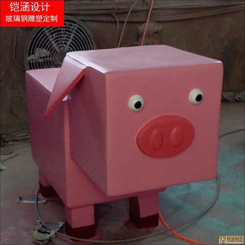 方形卡通猪雕塑
