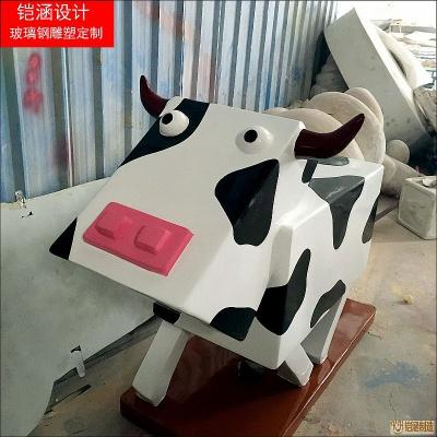 方形卡通奶牛雕塑