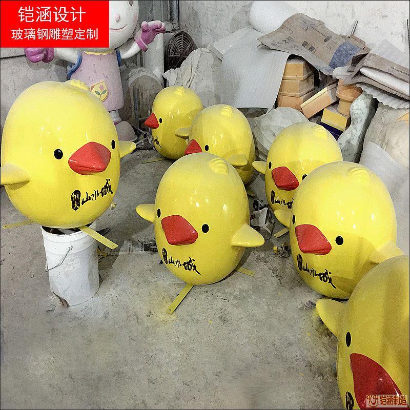 黄色小鸡雕塑