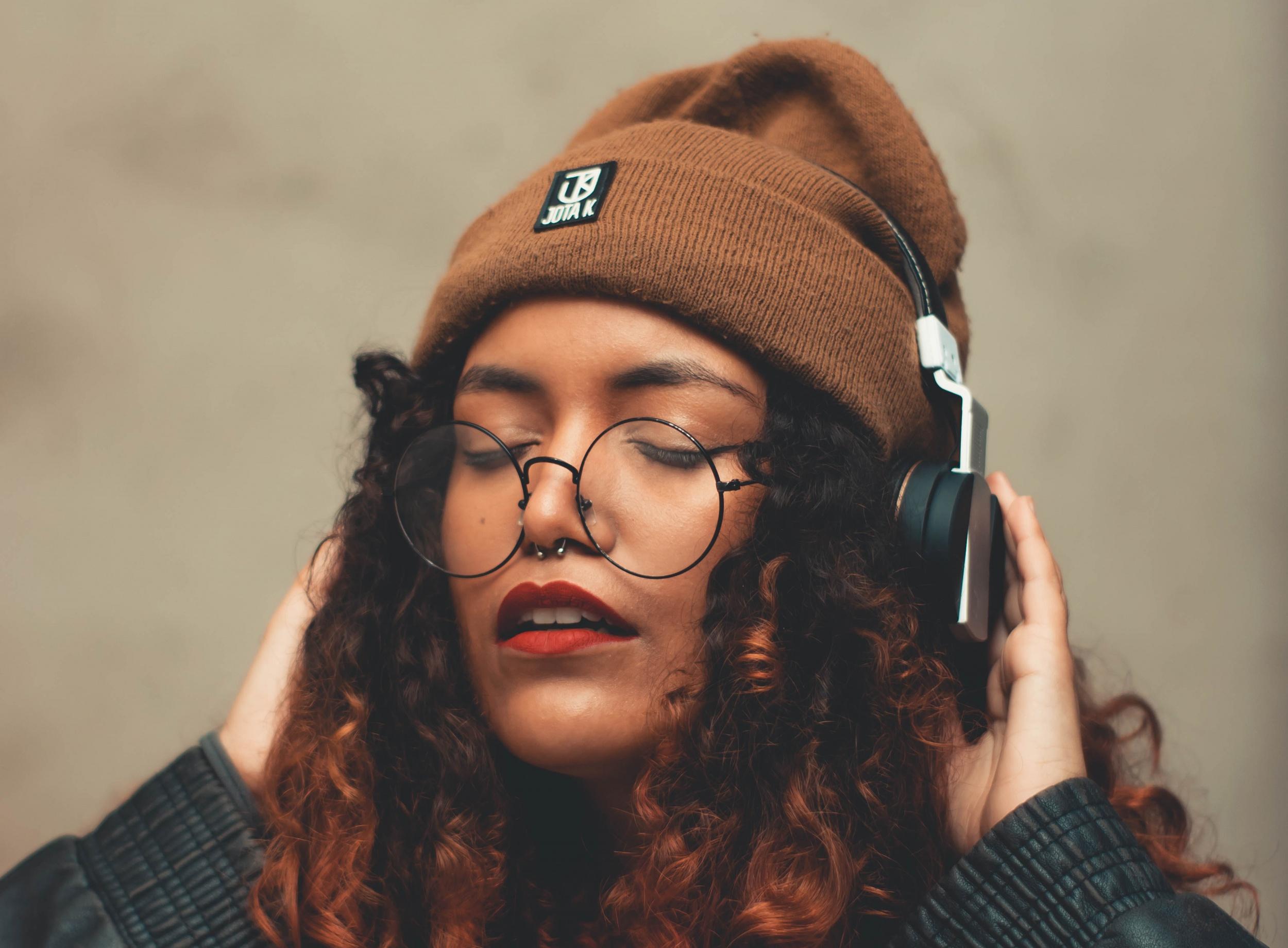 聆听适合自己耳朵的好声音 这款入耳式头戴...