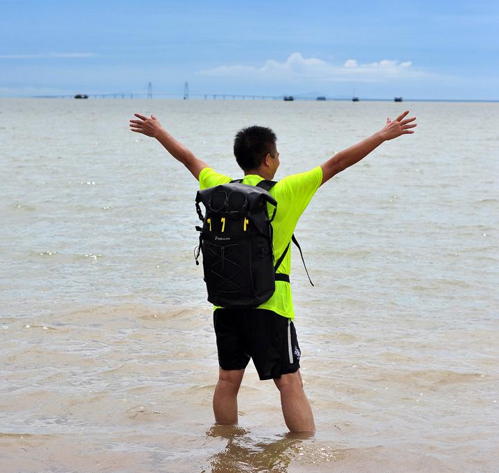 带上脚蹼包面朝大海 感受澎湃与豪迈 体验激情与狂野