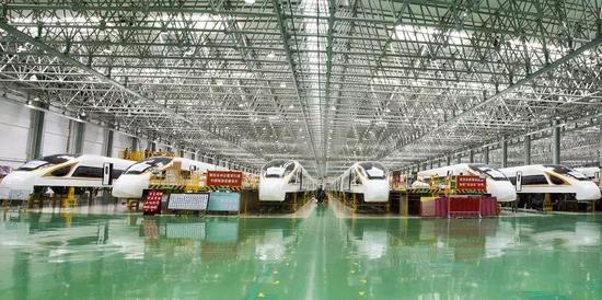 官媒:中国高铁关键小零件、大型机...