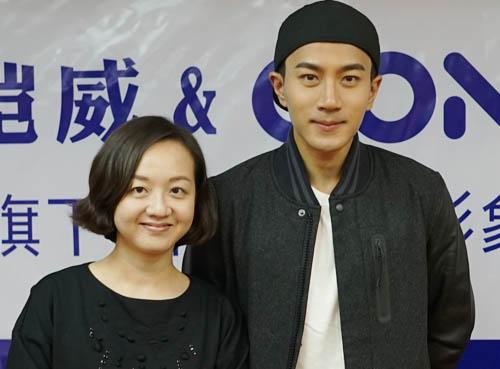 吴瑶和刘恺威合影