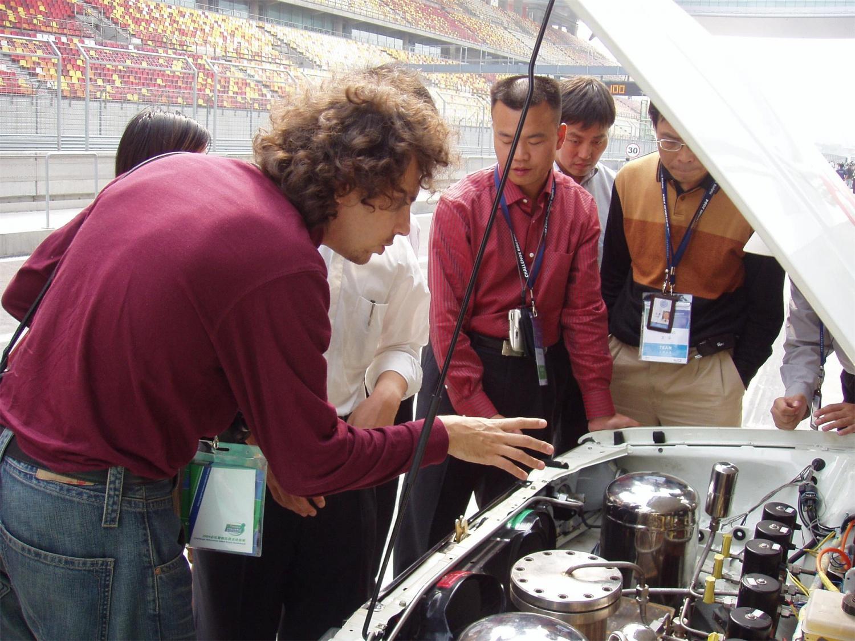 7 - 4国际汽车技术专家与媒体对HABO NO.1表现出浓厚的兴趣