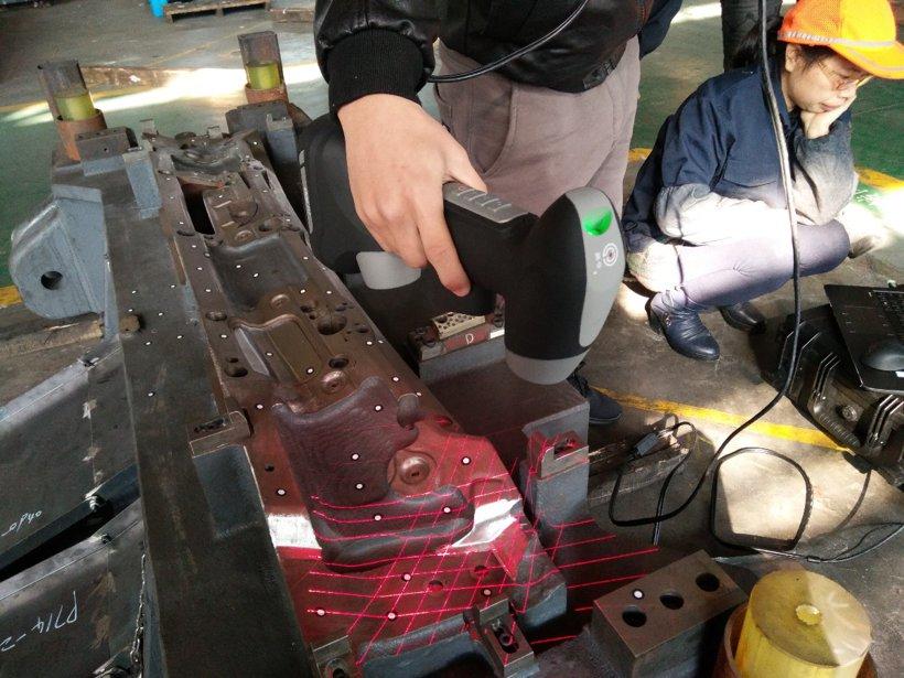 客户是湖南同心模具厂某分厂,应用是扫描模具及钣金件,分析回弹形变。逆向设计
