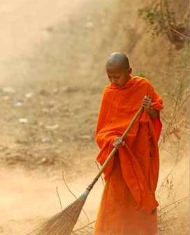 一日禅:扫地除尘 快乐前行