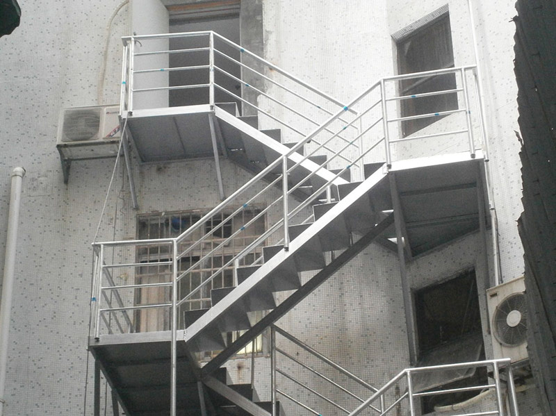13年10月广州市某餐厅旋转钢构楼梯工程
