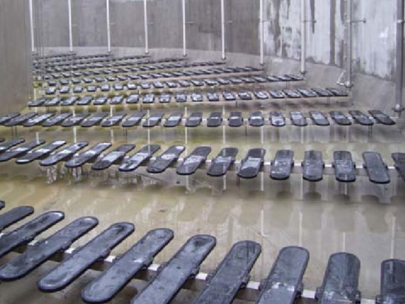 某污水处理厂板式曝气器工程安装现场