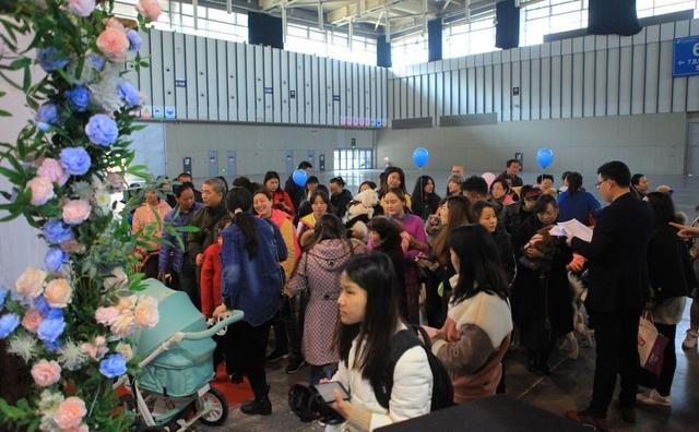 南京宠物文化节次日,迎来人流量高峰