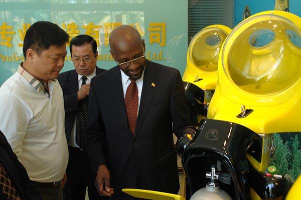 Grenada Ambassador comes to China and visits our c...