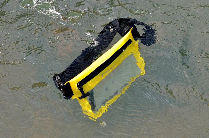 据可靠消息国内某些山寨厂商要仿冒我们的手机防水袋了