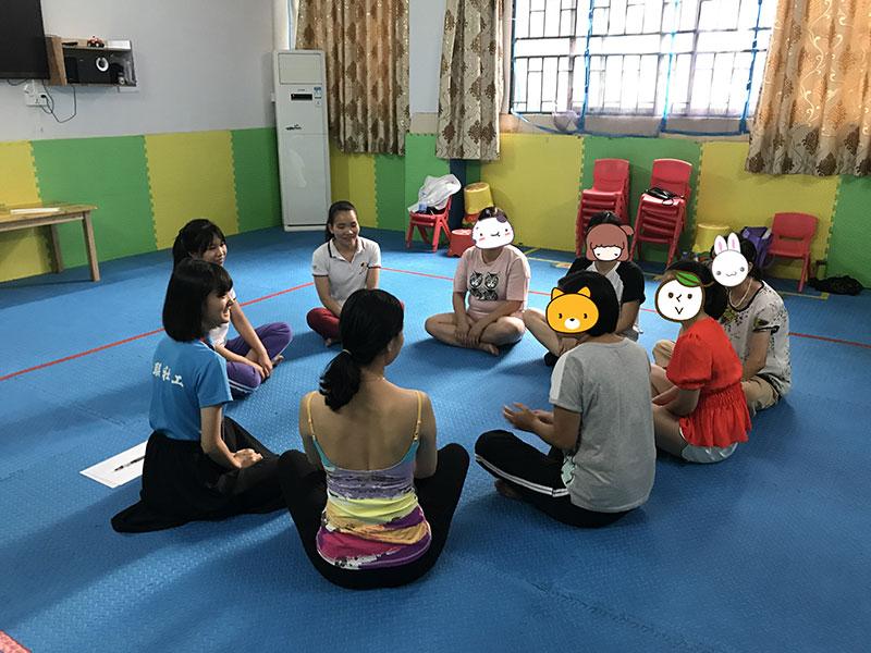 """媒体报道】暖心!这群孩子复学前就收到了""""开学健康包"""""""