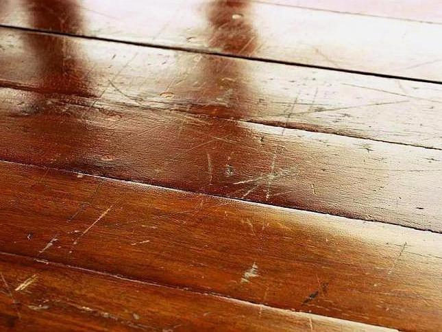 老化木地板和陈旧地板上光涂层翻新...