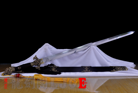 镂空装乾隆佩剑-百炼花纹钢